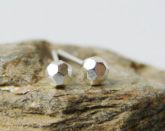 Tiny faceted stud. Sterling silver dainty earrings.