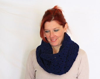 Dark blue circle scarf chunky infinity cowl, Erato, vegan friendly