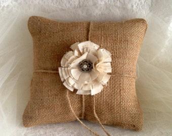 Burlap Ring Bearer Pillow, Rustic Ring Bearer Pillow, Rustic Wedding Pillow, Rustic Ring Pillow, Rustic Wedding Pillow, Eco-Friendly Wedding