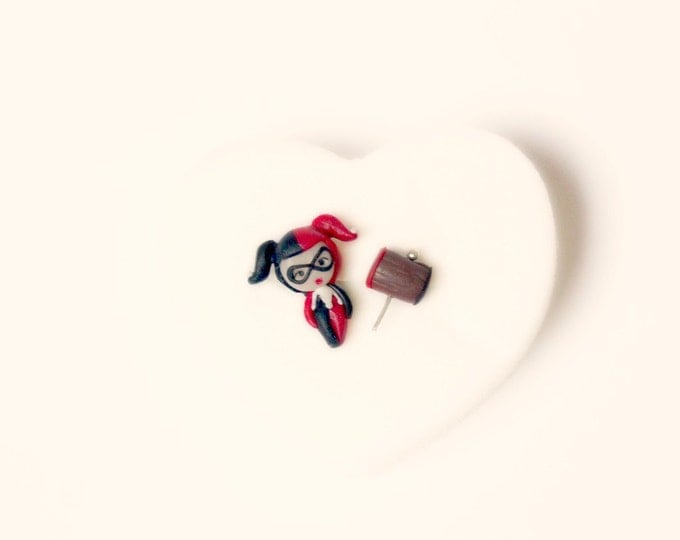 Harley Quinn handmade stud  or magnetic earrings. Harley Quinn jewelry. Dc comic jewelry. Dc comic  earrings.  Clay. Kawaii comic.