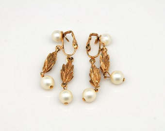 Gold leaves and pearls dangling earrings