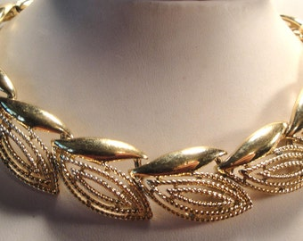 Vintage 60's Gold Tone Chain Link Bib Collar Necklace