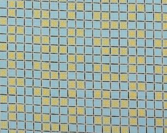 Daisy in latticework, blue - Fat Quarter