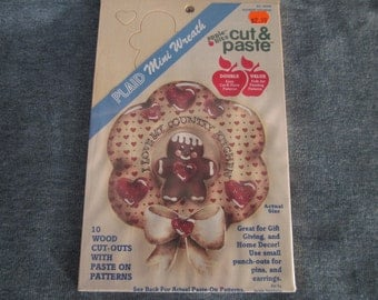 Cut and paste,mini wreath,wood cut out w/ paste on patterns,gingerbread man,hearts, lot of 2