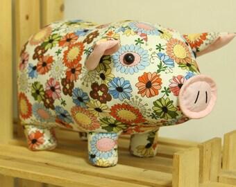 Stuffed piggy - PDF Sewing Pattern & Tutorial Softie Suffed animal/toy
