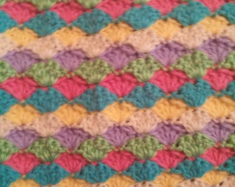 Bright Shell Pattern Baby Afghan 40in x 60 in