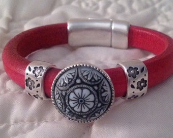 Regaliz Licorice Leather Women's Bracelet in Red with Carved Flower Focal