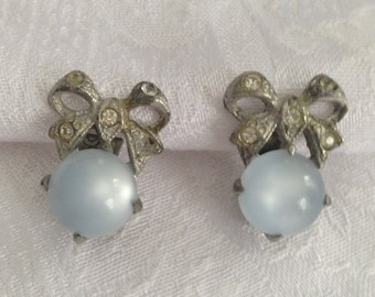 Pale blue clip-on earings with bow accent