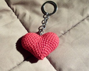 Handmade amigurumi heart. Also as a key-ring or a brooch!