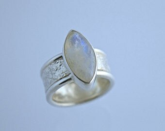 "Sterling Silver Reticulated Band with Rainbow ""Spectralite"" Moonstone"
