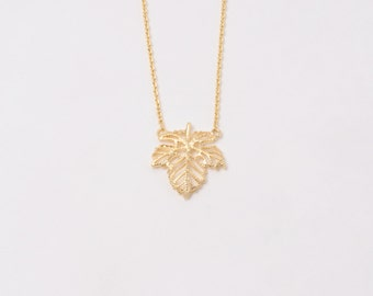 Fashion Leaf Yellow Gold Tone Charm Pendant Chain Necklace