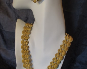 Stunning Gold-tone Chunky Style Necklace & Clip-on Earring Set
