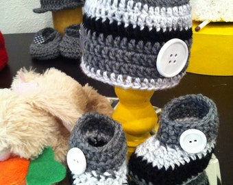 Gray, white and bLack hat and booties - size new born to 3mo
