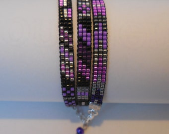 Trible bracelet with highlights of the  purple  color
