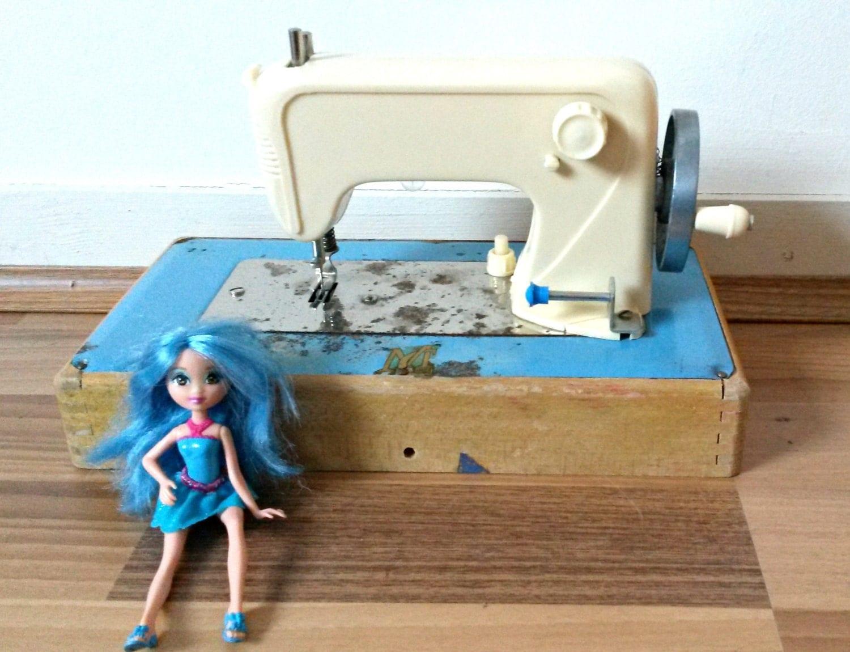 Machine coudre ma cousette jouet pour par for Machine a coudre jouet