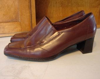 Vintage Naturalizer Brown Leather Slip On Heels, Faux Wood Heels, Elasticized Panels, Square Toe, Size 9