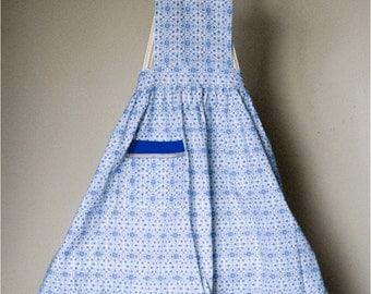 Blue floral motive cotton apron