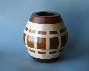 Symmetric pot