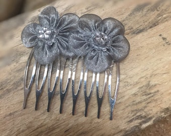 Silver Flower Comb / Bridal Silver Organza headpiece / Bride's Headpiece / Hair Jewelry / Bridal Hair Comb