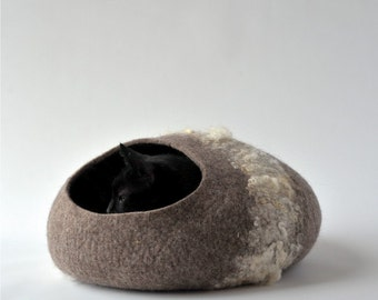 Pets bed / Cat bed - cat cave - cat house - eco-friendly handmade felted wool cat bed - cat cave