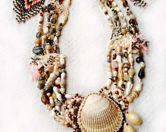 Natural clamshell/cowrie necklace with earrings