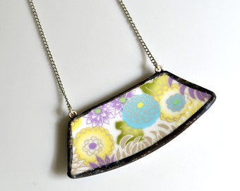 Wide Rim Broken China Jewelry Necklace  - Modern Floral