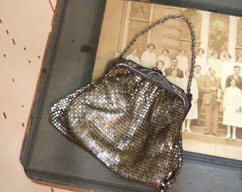 Free Shipping  Fabulous Vintage Whiting Davis  Mesh Flapper Purse metal fully lined