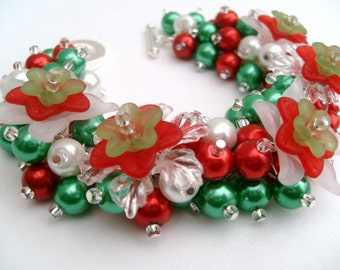 Christmas Floral Cluster Bracelet, Chunky Bracelet, Red White and Green, Christmas Jewelry, Bracelet with Flowers, Beaded Bracelet, Pearls