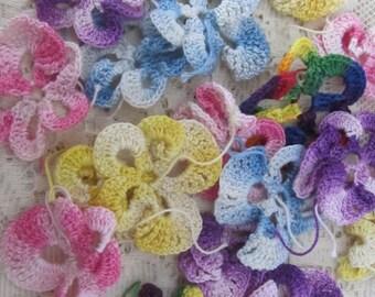 Vintage Multi Color Variegated Crochet Flowers 17 Pieces 1950s