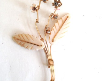 Wire Wrapped Brooch Pin Vintage 50s Gold Shell