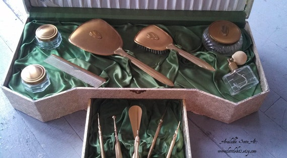RARE 1920-1940 Vanity Beautiful 11 Piece Set vintage dresser