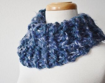 Hokusai Wave Mini Cowl - Super Chunky Big Knit Wool Blend Blue and White Cowl Scarf. Handmade, Handknit, Seamless. Women's Winter.