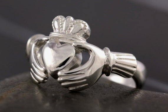 Claddagh ring in sterling silver - Size 6