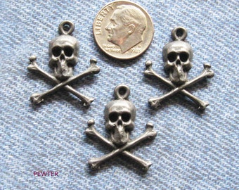 Skull & Crossbones Pendant Lot Antique Pewter Charm Jewelry Finding Day of the Dead Halloween Embellishment Hardware