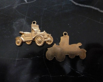 Vintage Car Charms, 1970s Detailed Model T Style Convertible Automobile Drops or Pendants, Raw Brass Jewelry Findings 23.5x14mm 2 pcs. (C25)