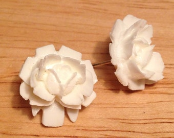 Vintage white flower post earrings