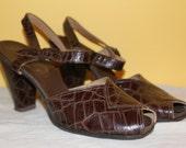 Brown Alligator Embossed Leather Vintage 1940s High Heels Shoes 8.5 N