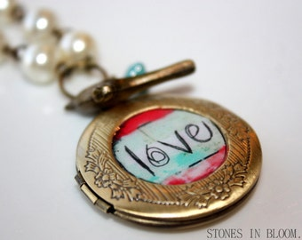 "NECKLACE - Beautiful locket necklace ""LOVE"""