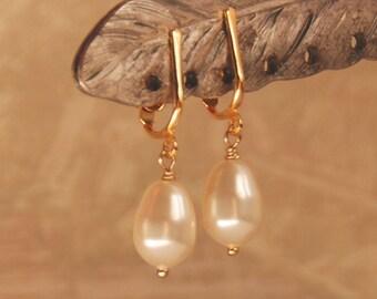 Pear Pearl Gold Earrings, Clip On Earrings, Bridal Earrings, Wedding Earrings, Bridesmaid Earrings, Swarovski Elements Ivory Pearl Earrings