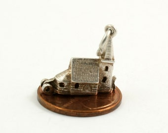 Vintage Sterling Silver Nuvo Opening Church Charm Wedding Chapel Charm Opens to Wedding Ceremony Bride and Groom Double Diamond Mark