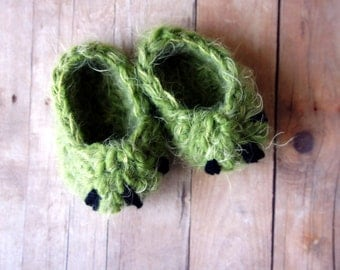 Monster Slippers, to match the monster hat, Newborn Photo Prop, Baby Slippers, Baby Booties