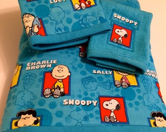 Peanuts Themed Towel Set