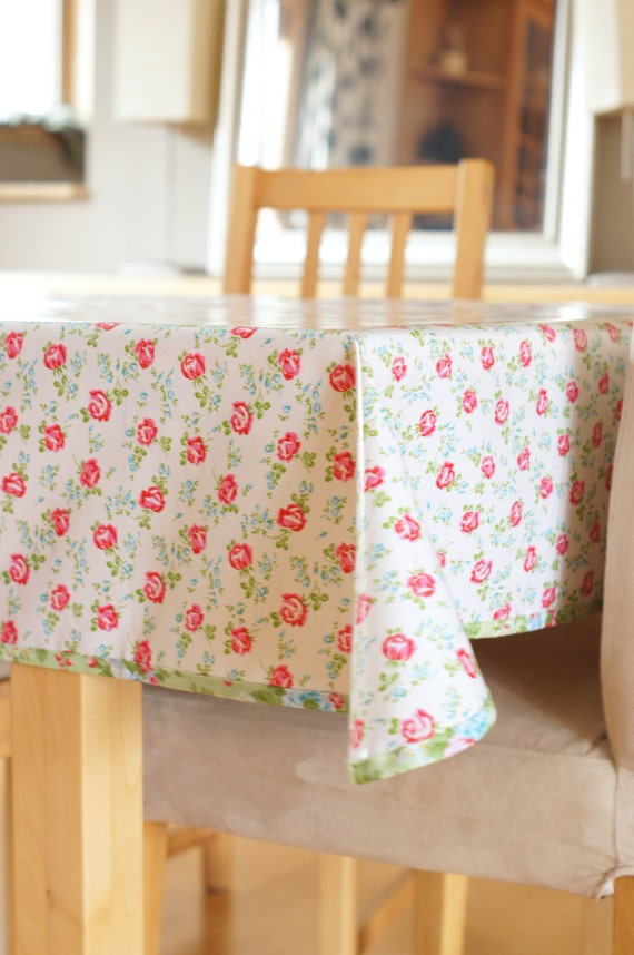 laminated cotton tablecloth scattered roses in white. Black Bedroom Furniture Sets. Home Design Ideas