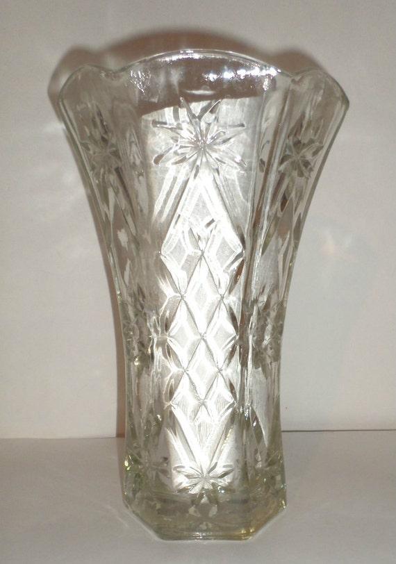 vintage cut glass vase large clear glass vase diamond. Black Bedroom Furniture Sets. Home Design Ideas