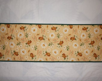 Summer Daisies Table Topper Reverses to St. Patrick's Shamrock Prints