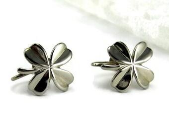 Earrings Shamrocks Silver tone screw back