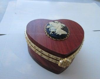 Elegant ring or jewelry box
