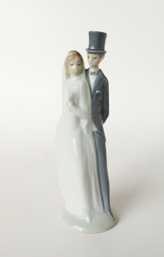 Vintage Nao LLadro Top Hat Bride And Groom Statue Wedding