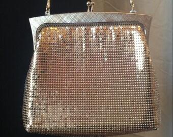 Beautiful mint condition vintage 60s Australian gold mesh purse // evening // fancy