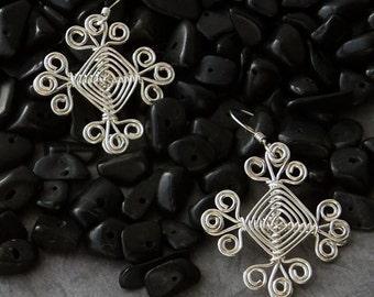 Hand woven Wire Earrings, Filiagree Scroll Ojos Earrings